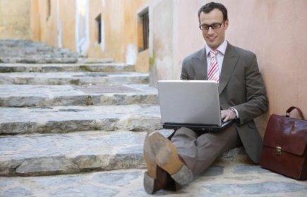 Шикарному офису бизнес-компании – шикарный вход