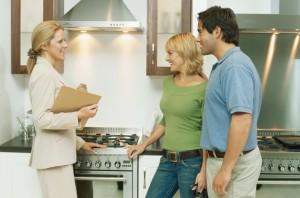 Стоит ли обращаться в агентство недвижимости, чтобы снять жилье?