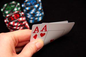 Как хорошо играть в покер после трудового дня